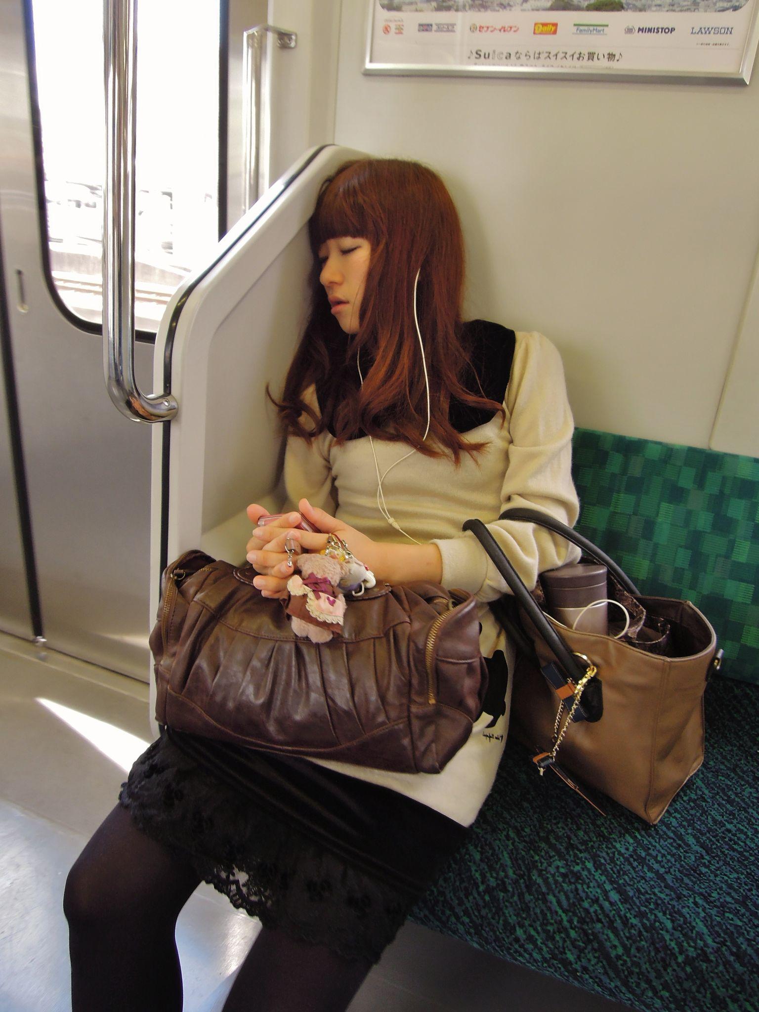 JR 209-2000 sleeping Girl