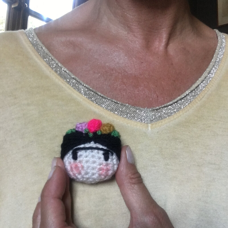 broche crochet Frida Kahlo
