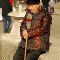 Vieil homme en habit traditionnel