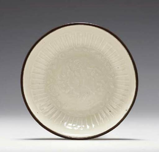 A small Dingyao molded saucer dish, Jin dynasty (1115-1234)