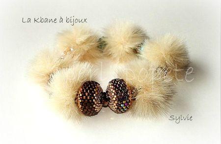 bracelet pompon beige et cristal 2