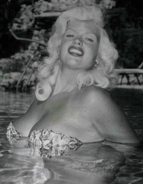 jayne_pink_palace-pool-05-1c