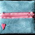 Porte-monnaie zippé en suédine turquoise, touche de rose