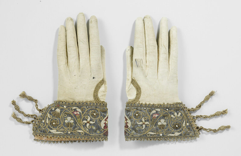 Anonymous-Bridal-Gloves-3329x2160