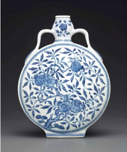 2013_NYR_02726_1326_000(a_ming-style_blue_and_white_garlic-head_moonflask_qianlong_period) (3)