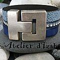 Mer baltique, couleurs froides pour ce bracelet large multirangs différentes textures de cuir tout bleu !