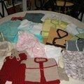 Encore un lot de brassières, pantalon, chaussons pour les bébés