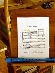 la_flute_de_Youp_et_une_partition_de_sa_Maman