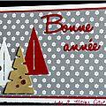 Carte de voeux en gris, rouge et kraft avec 3 sapins stylisés