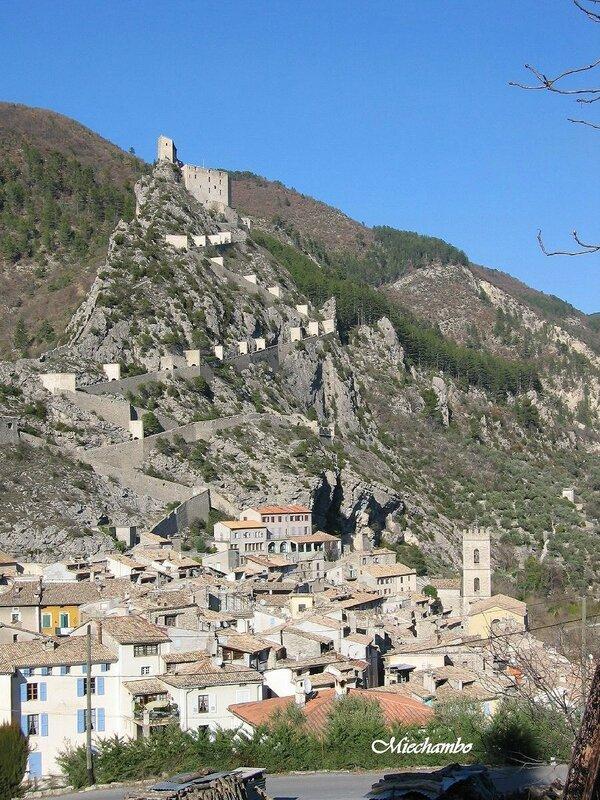 ENTREVAUX citadelle village fortifié 2