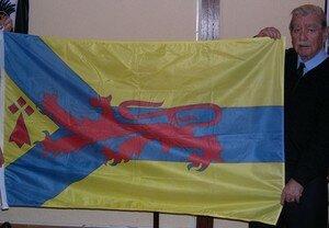 Le_Brun_avec_son_drapeau_perso