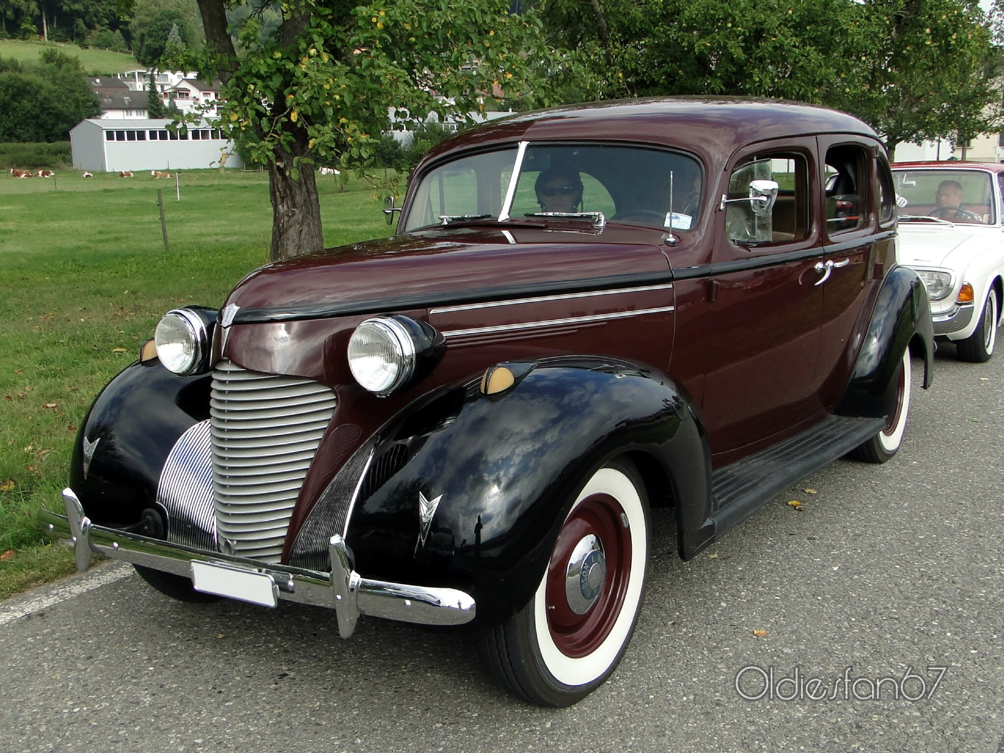 hudson-112-deluxe-six-touring-sedan-1939-a