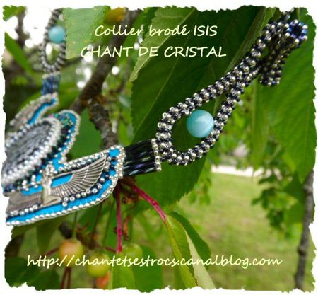 collier Isis 3