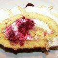 Roulé chantilly/framboises/ chocolat blanc limoncello