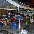 Huahine 2006 (100)repas du soir à la roulote