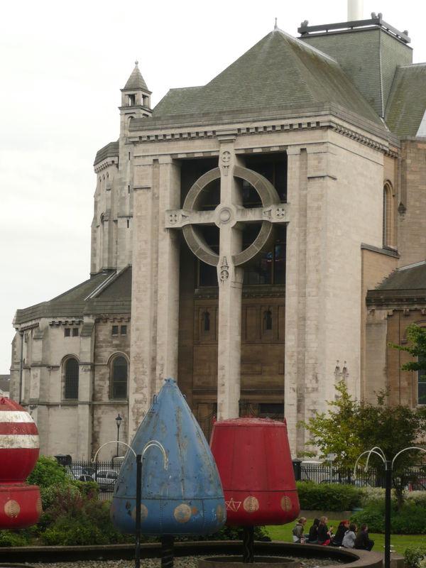 Belfast, immense croix celtique