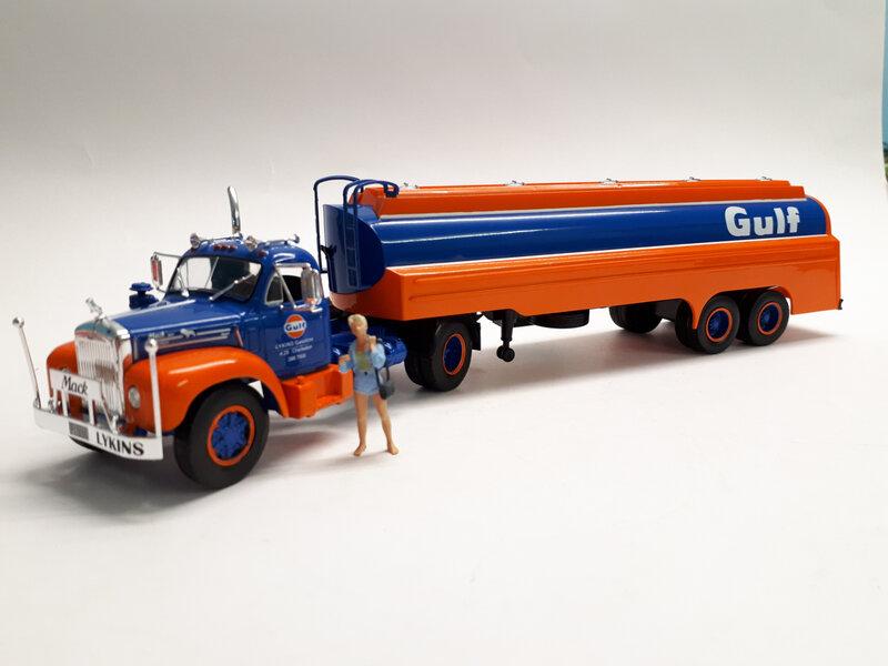 #72-Mack B61T