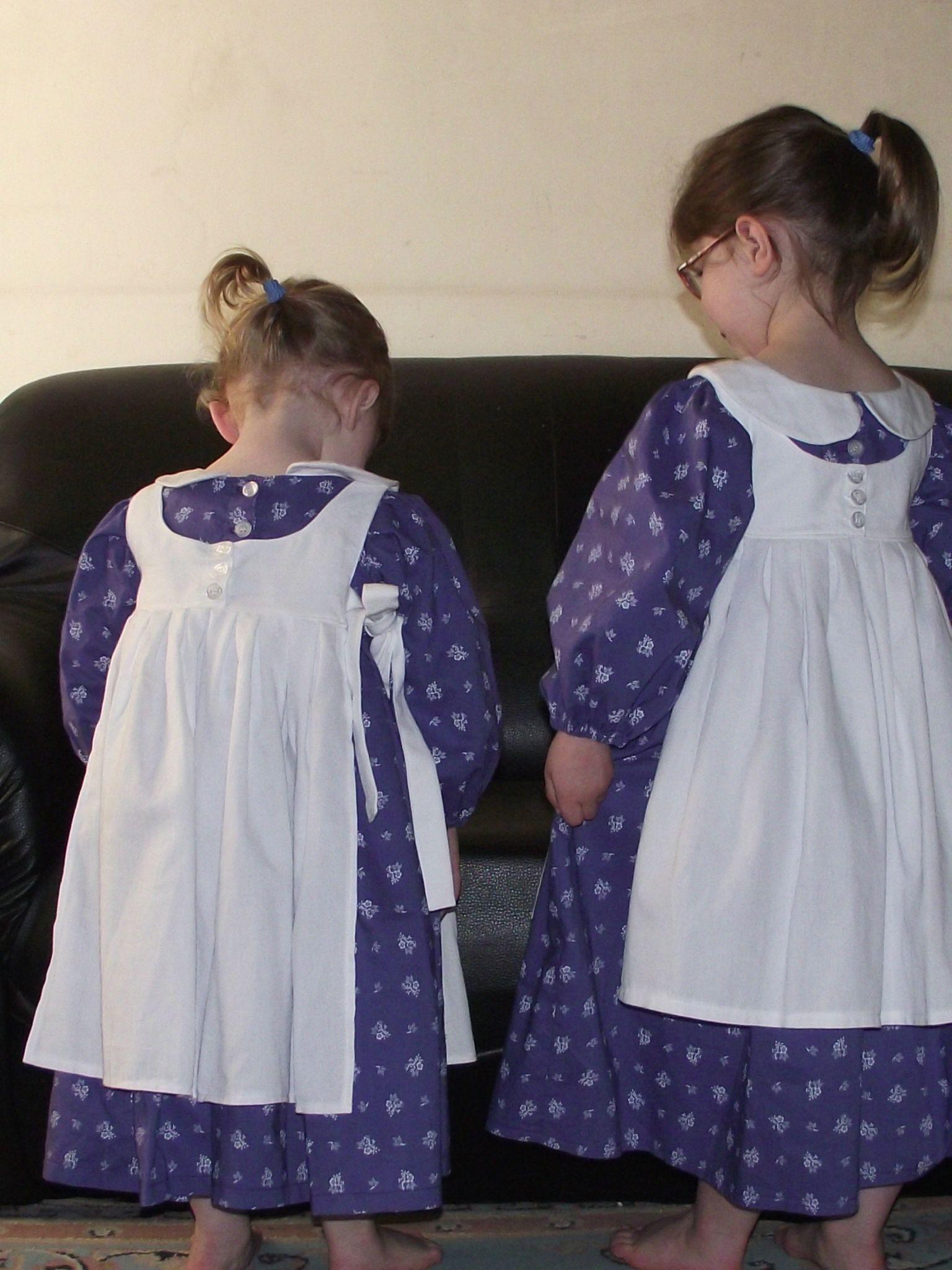 Meg's dress & Pinafore de Olabelhe