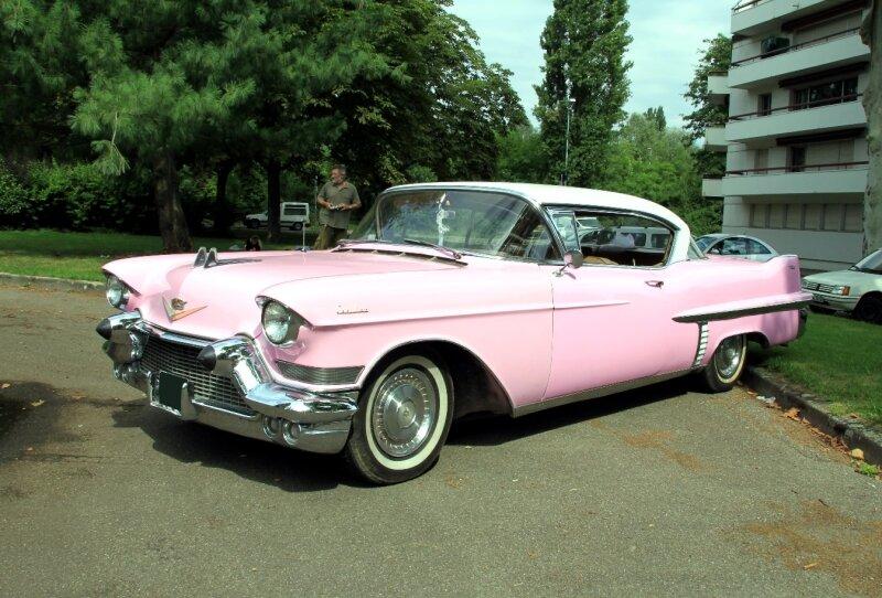 Cadillac series 62 hardtop coupe de 1957 (Retrorencard aout 2010) 01