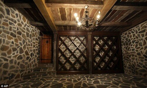 The-Wine-Cellar-At-Neverland-Ranch-michael-jackson-33307165-500-300