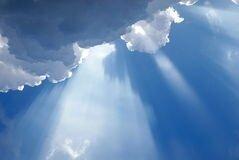 lumière-céleste-inspirée-nuageuse-11536766