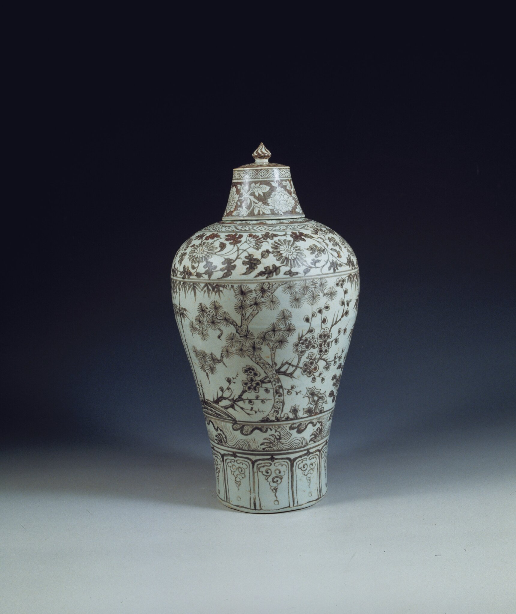 lidded-vase-in-underglaze-red-from-the-tomb-of-princess-ancheng-1384-1443-c-nanjing-museum