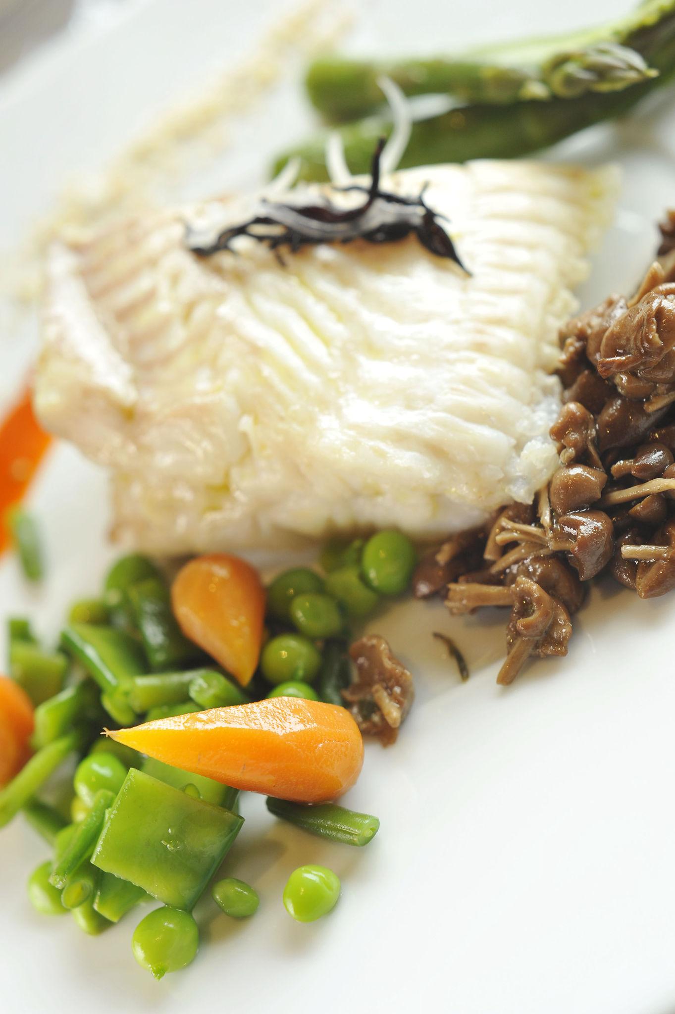 Turbot Sauvage à La Vapeur, Légumes de Printemps, Jus Carotte Gingembre