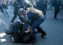 manif gilets jaunes aux prises avec la police