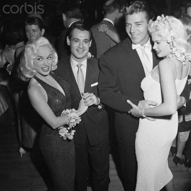 jayne-1956-07-12-LA_mocambo-with_mickey_mamie_anthony-1