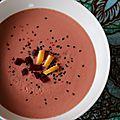 Velouté de chou-fleur et betterave au curry et au lait de coco