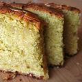 Un gâteau au citron, avec des amandes et de l'huile d'olive.