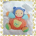 Doudou poupée collection baby peluche boule orange bleu vert grelot kaloo