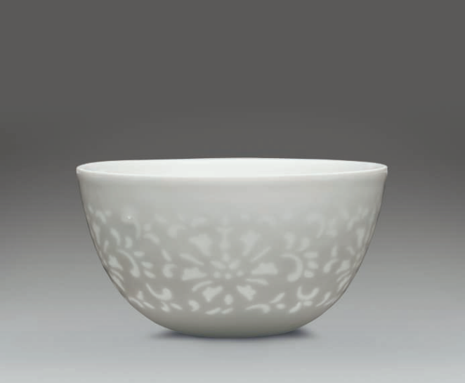 A glazed wine cup with cut-out decoration, yuyan shuwu four-character hallmark in underglaze blue within a double square, Yongzheng-Qianlong period (1723-1795)