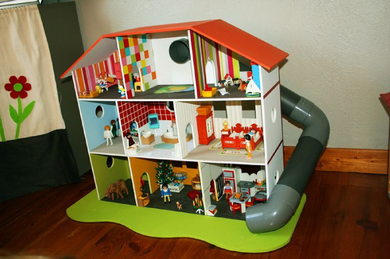 comment faire une maison pour playmobil en carton avie home. Black Bedroom Furniture Sets. Home Design Ideas