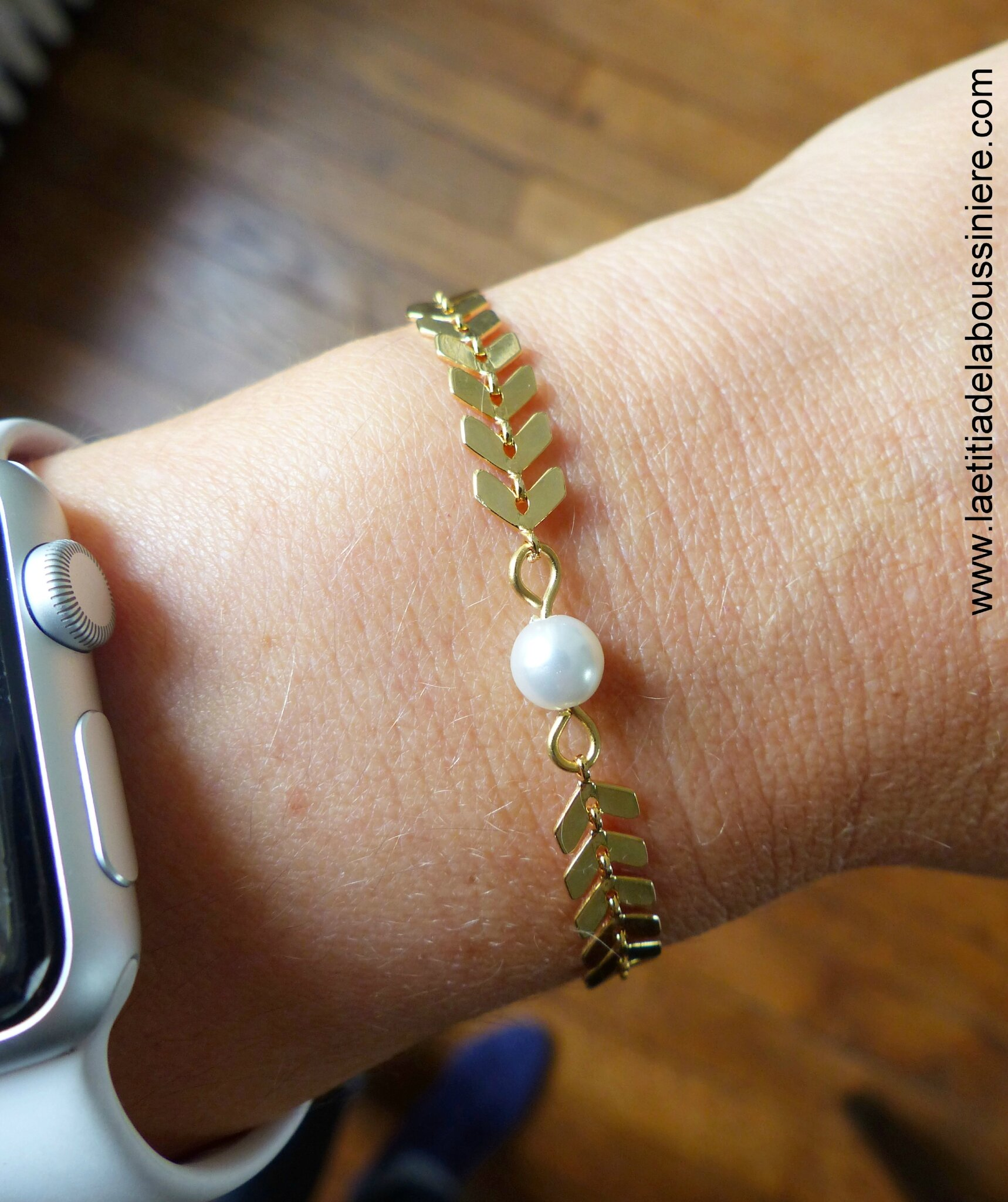 Bracelet Ludivine (doré) porté - 17 €