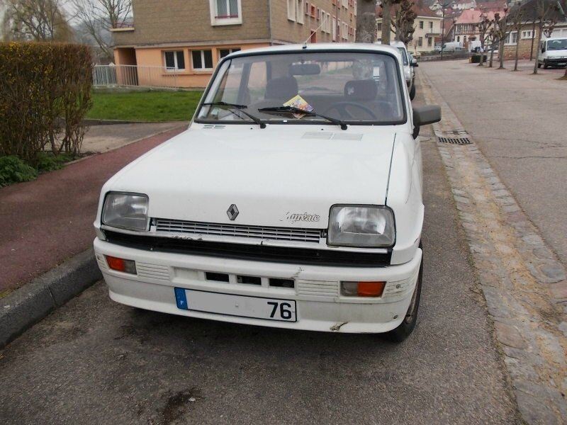 Renault5LaureateTLav