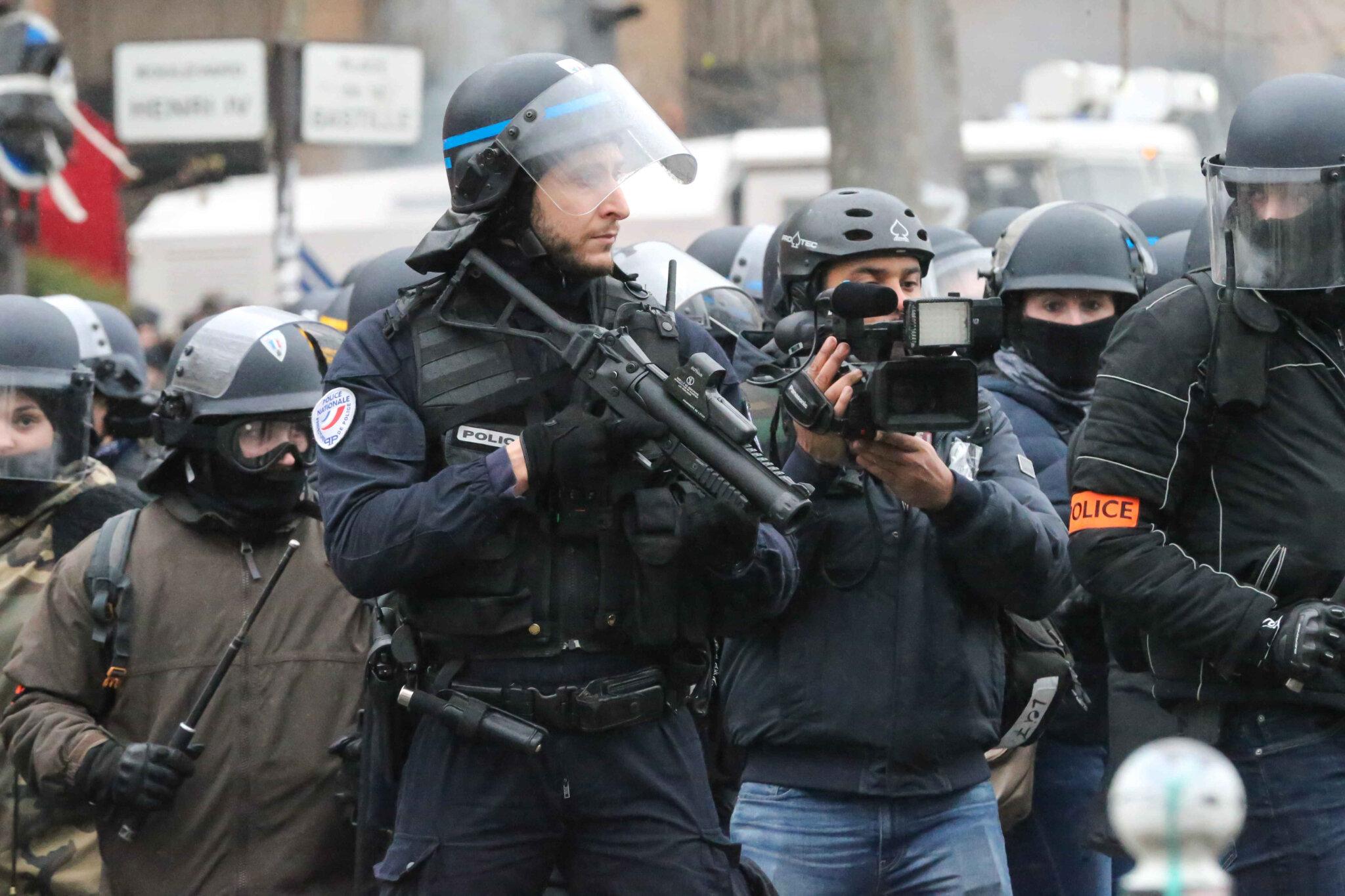 Le ministère n'oblige pas vraiment les policiers à filmer leurs tirs. © Michel Stoupak. Sam 26.01.2019, 16h32m19.