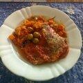 Filets de lieu rôtis aux tomates et olives vertes