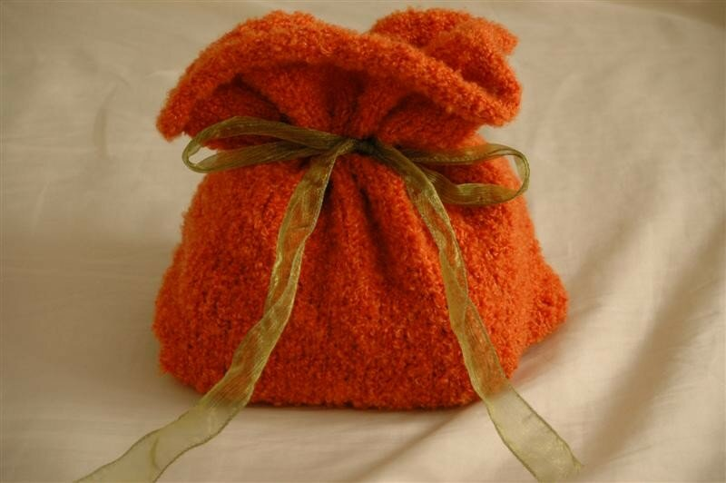 Une pochette orange (last-minute knitted gifts)