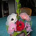 fleurs dans tasse b