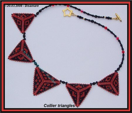 collier_triangles_rouge___B