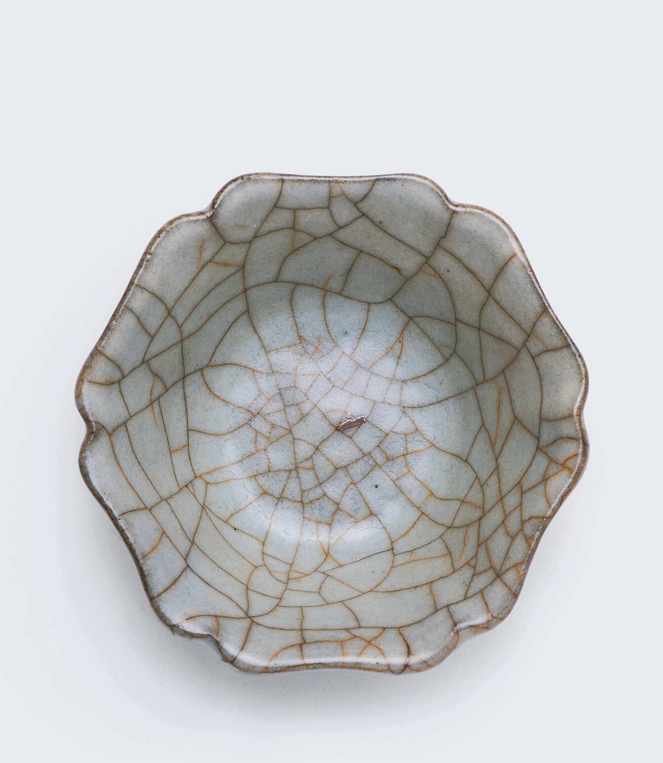 A rare Guan-type flower-shaped cup, Yuan-Ming dynasty (1271-1644)
