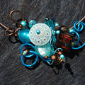 collier tour de cou marron et bleuiojo