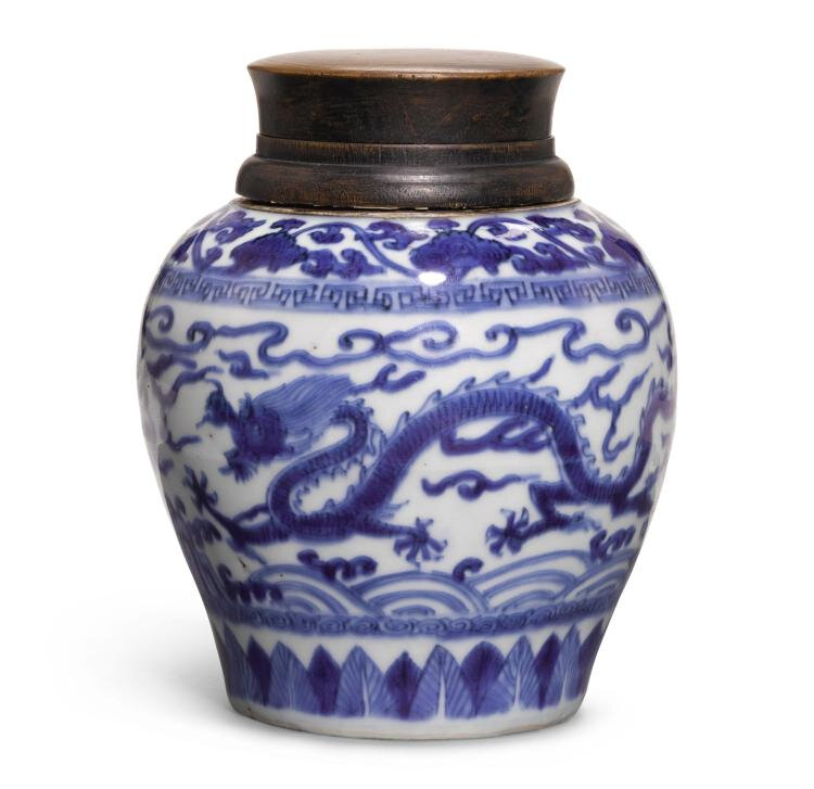A blue and white 'Dragon' jar, Wanli mark and period (1573-1620)
