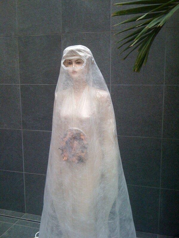 Burqa transparente blanche, Pascale Barré