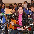 cantando con la tía Pilar en la misa de despedida