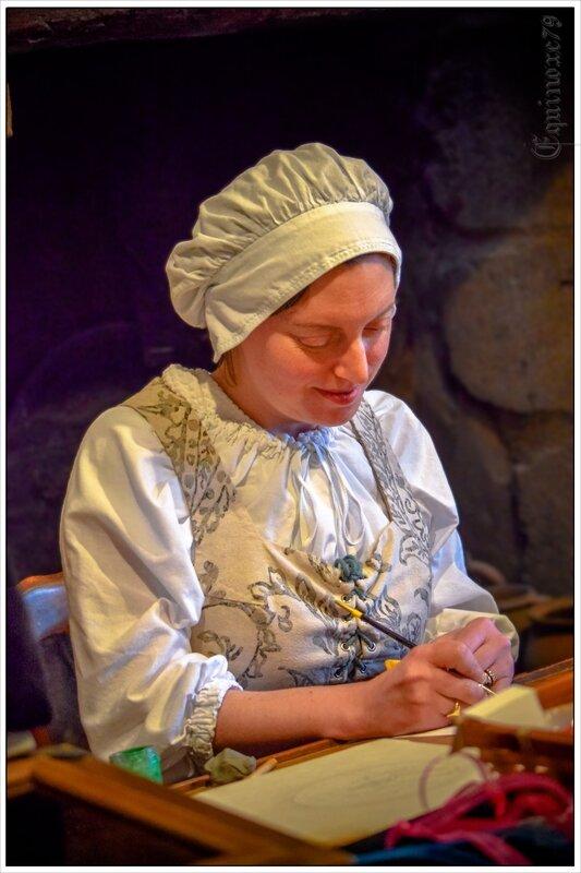 Claire Biteau-Guillemain, dont l'atelier se trouve au Puy-du-Fou, est devenue meilleure ouvrier de France, dans la catégorie enluminure