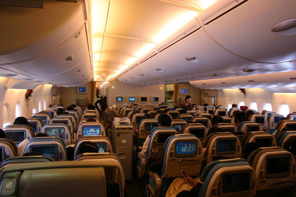 Cabin_View_In_Flight_Airbus_A380_Singapore_Airlines_9V_SKA