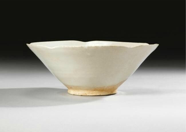 A large white-glazed bowl, Yuan Dynasty (1279-1366)