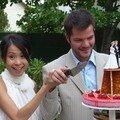 La tradition veut que l'on coupe les gâteau à deux